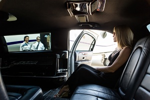 a women using luxury limousines services